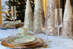 3 Simple and Elegant Christmas Table Decoration Ideas